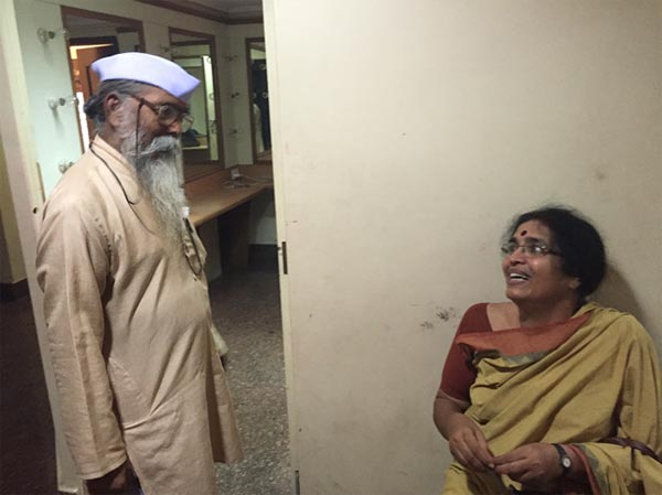Sushama Tai, in conversation with Awishkar theatre's Sitaram mama before he rang his famed <i>ghanta</i> (the bell) for the show.